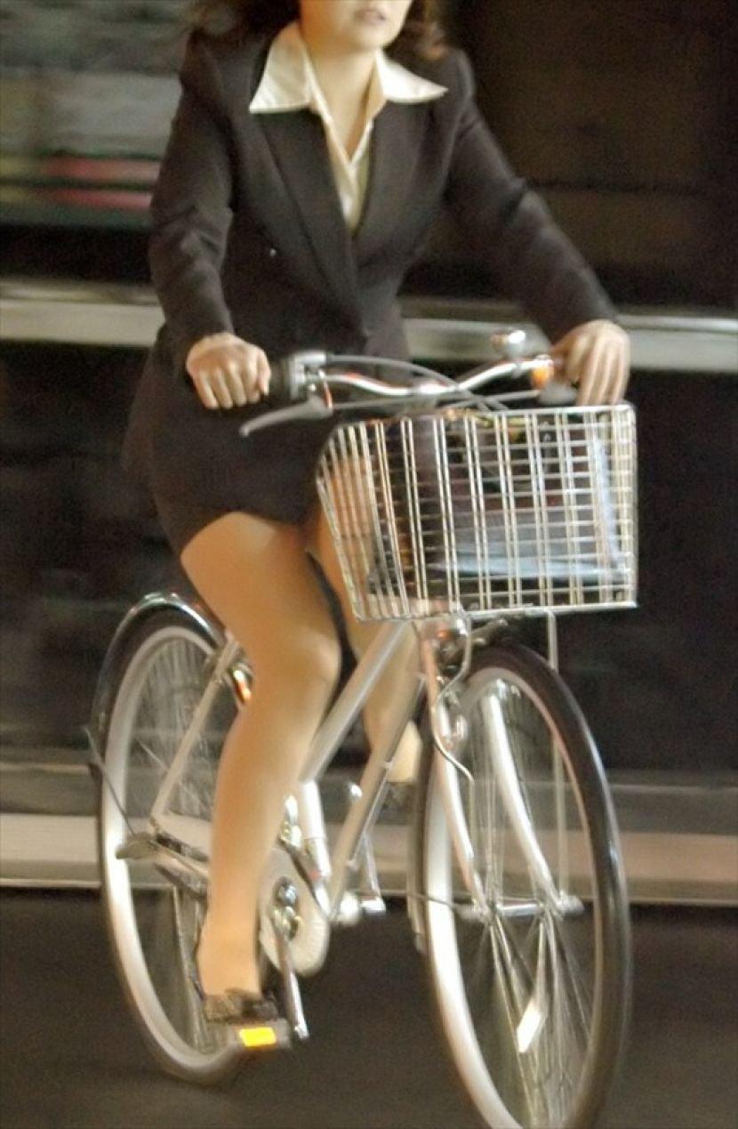 自転車に乗ったOLさんのパンツ (13)