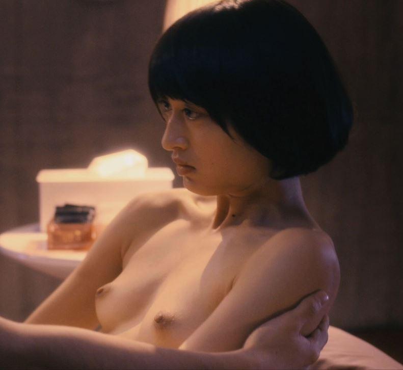 美人女優が激しくSEXしてるベッドシーン (9)