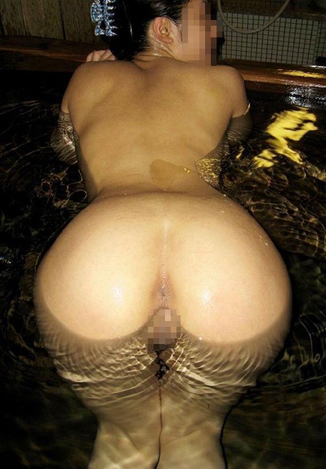 後ろから尻の穴も股間も丸見え (12)