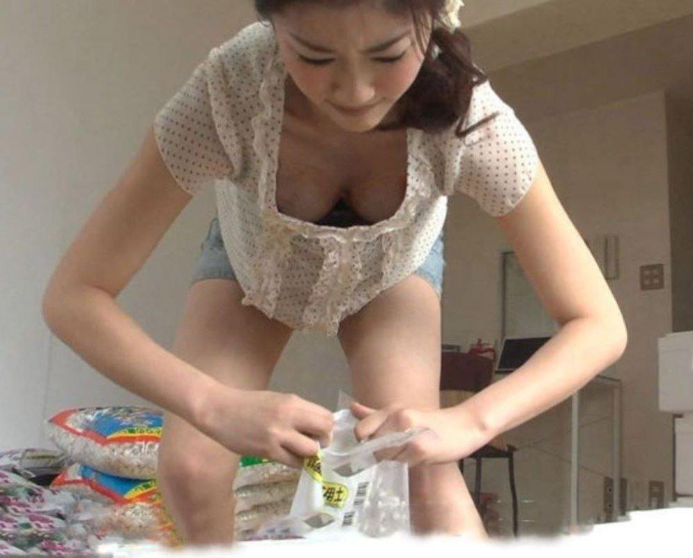アイドルや女優が胸チラしてるTV放送 (17)