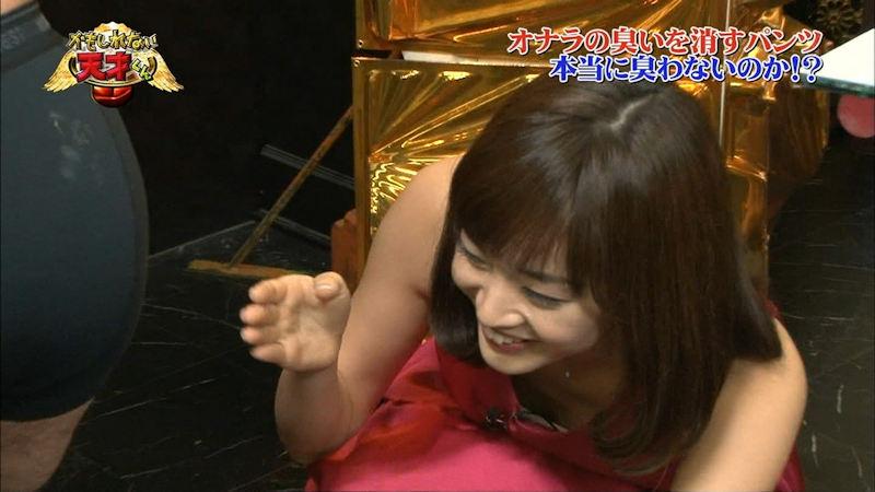 アイドルや女優が胸チラしてるTV放送 (6)