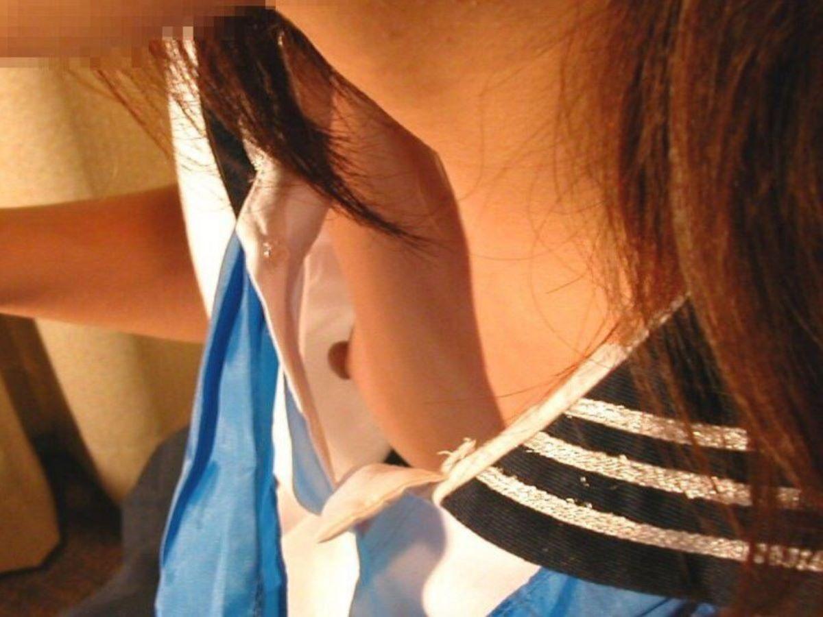 乳首までチラ見えしてる素人さん (8)