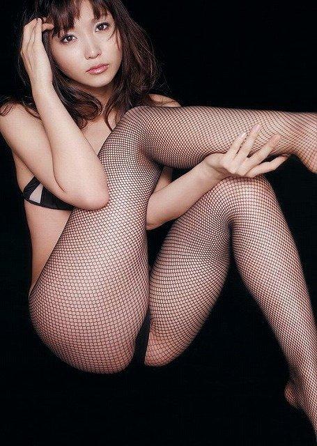 網タイツを着てスケスケ状態の女性 (3)