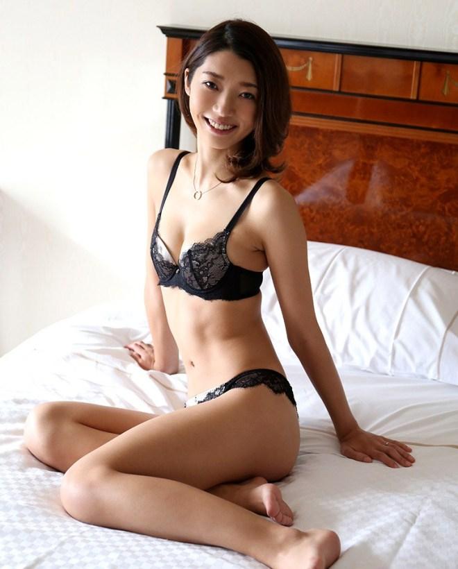 清楚なお嬢様の濃厚なSEX、香苗レノン (2)