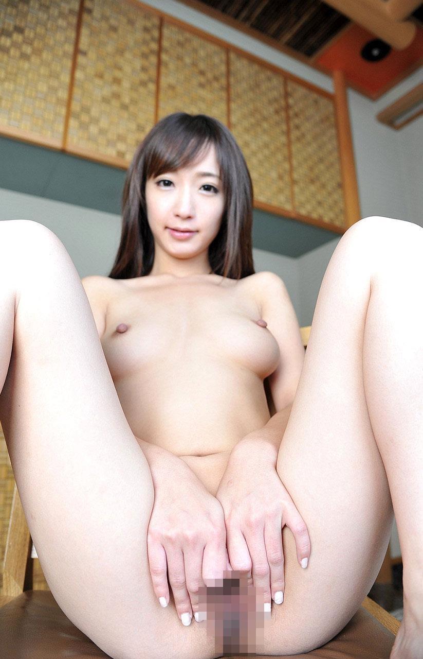 裸でM字開脚をしちゃう (5)