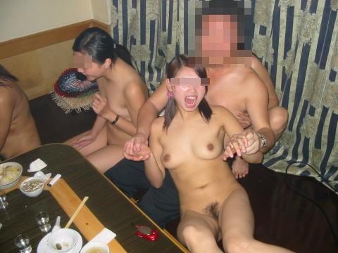 悪ふざけで裸になっちゃう素人さん (13)