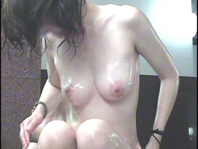 女湯の洗い場はヌード女性がイッパイ (5)