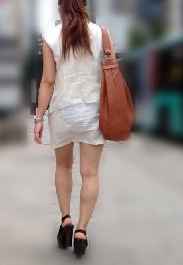パンツが透けまくりの素人さん (18)