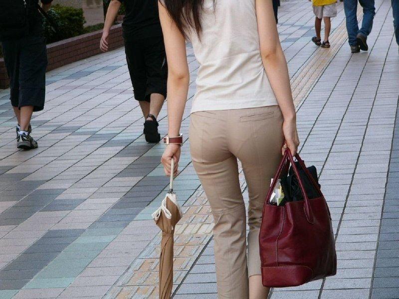 パンツが透けまくりの素人さん (14)