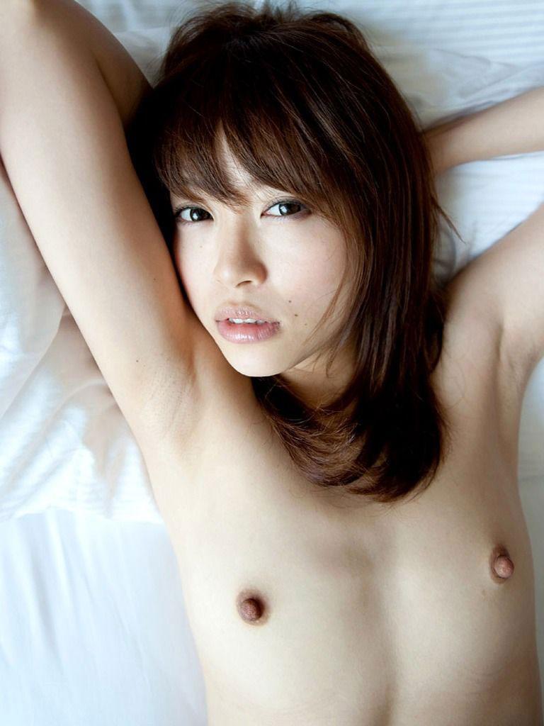腋の下と美乳がエッチな女の子 (4)