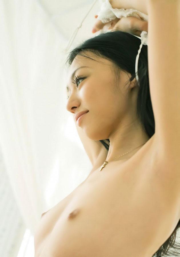 腋の下と美乳がエッチな女の子 (11)