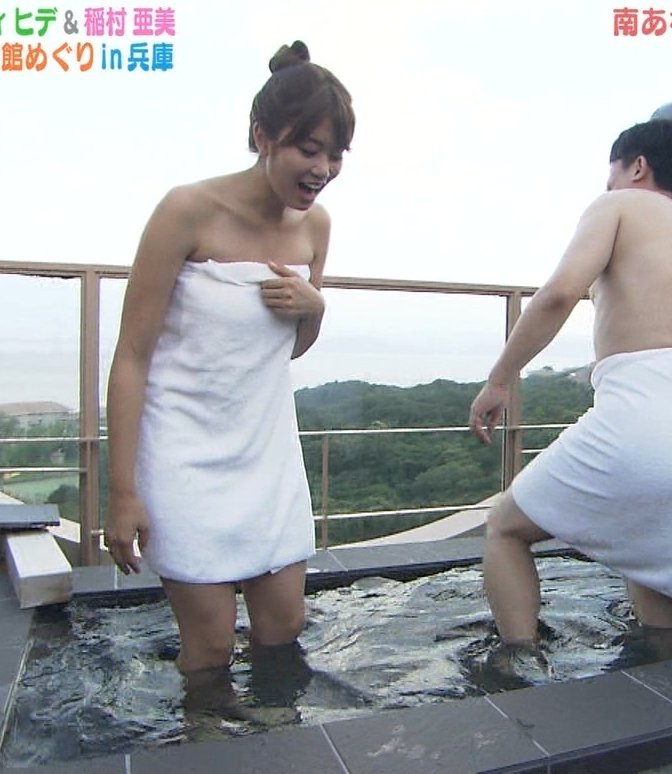 温泉に入るアイドルやグラドルの胸チラ (8)
