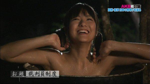 温泉に入るアイドルやグラドルの胸チラ (11)