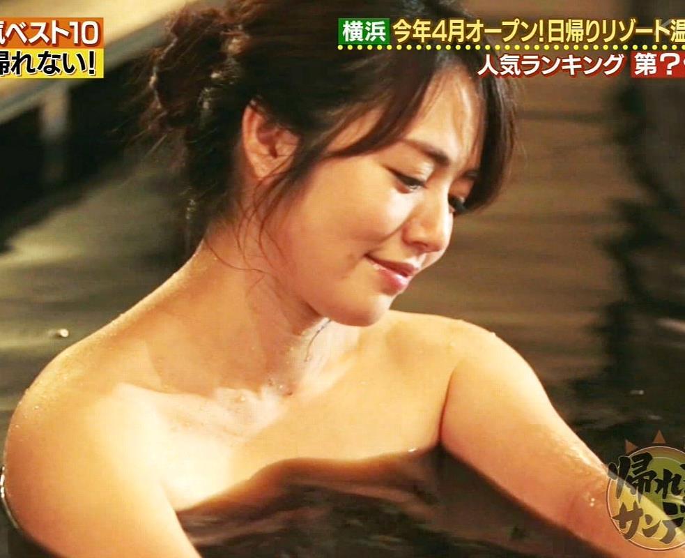 温泉に入るアイドルやグラドルの胸チラ (10)