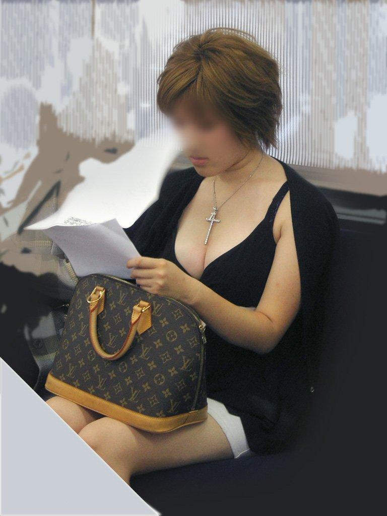 着衣巨乳の女の子を街撮り (11)