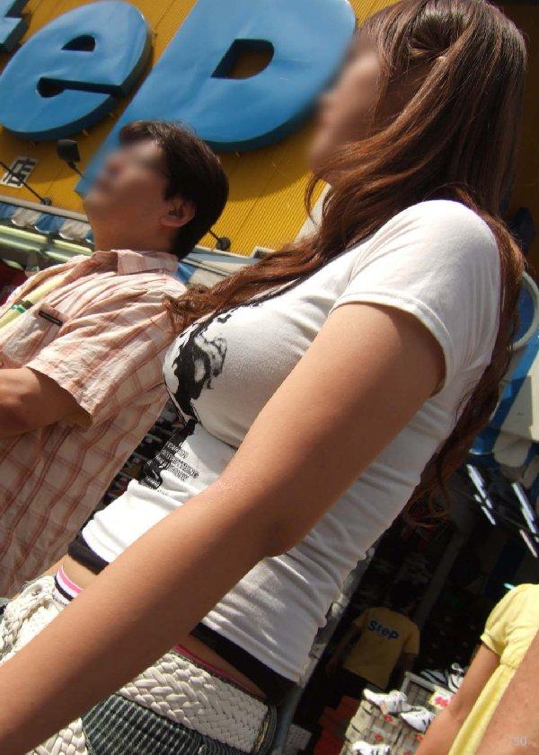 着衣巨乳の女の子を街撮り (5)