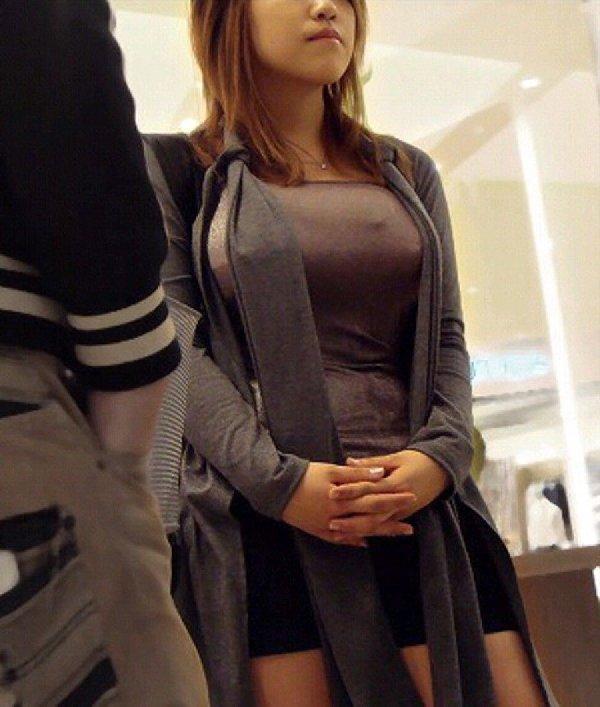 着衣巨乳の女の子を街撮り (3)
