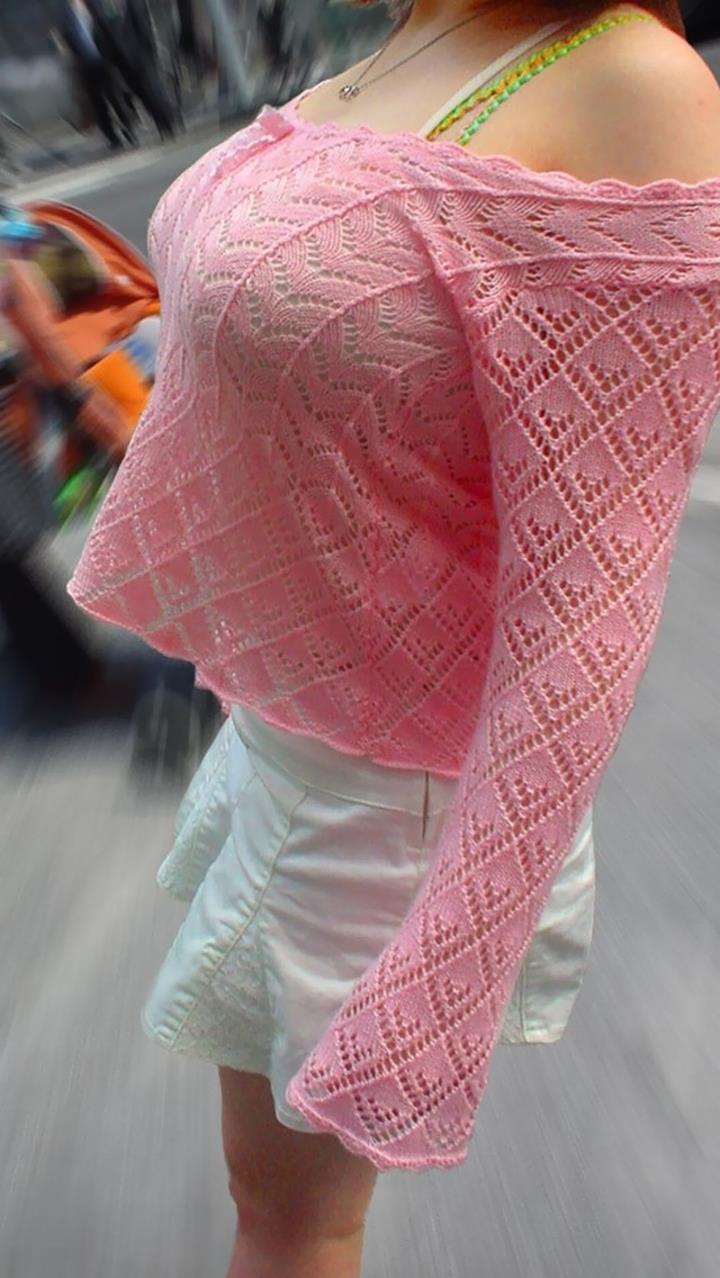 着衣巨乳の女の子を街撮り (8)
