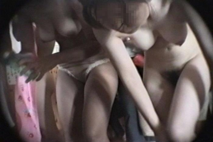 脱衣して裸になる素人さん (13)