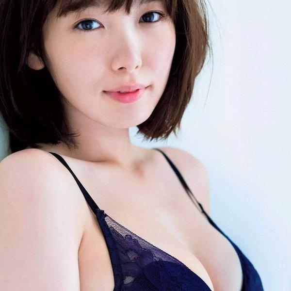 笑顔も可愛いスレンダーモデル、飯豊まりえ (1)