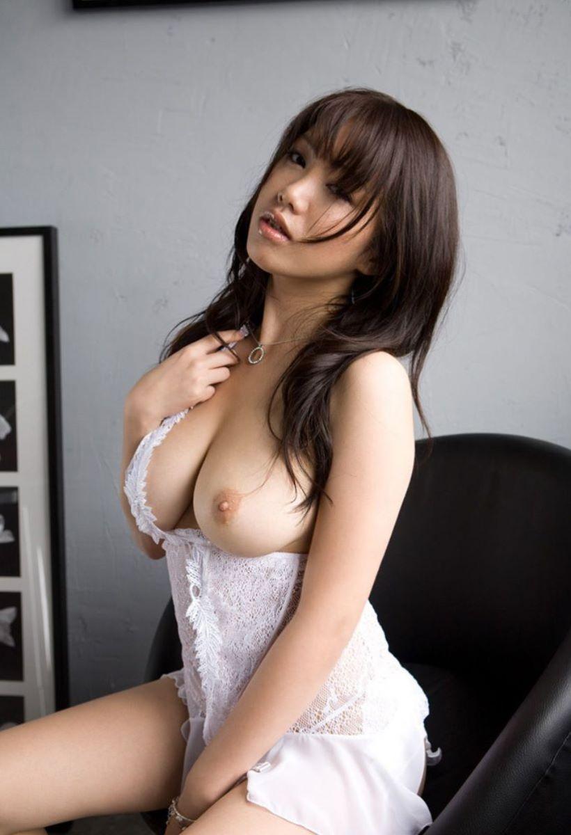 ふわふわ柔らかそうな巨乳美女のヌード (14)
