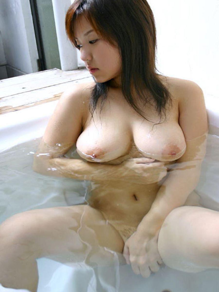 ふわふわ柔らかそうな巨乳美女のヌード (15)