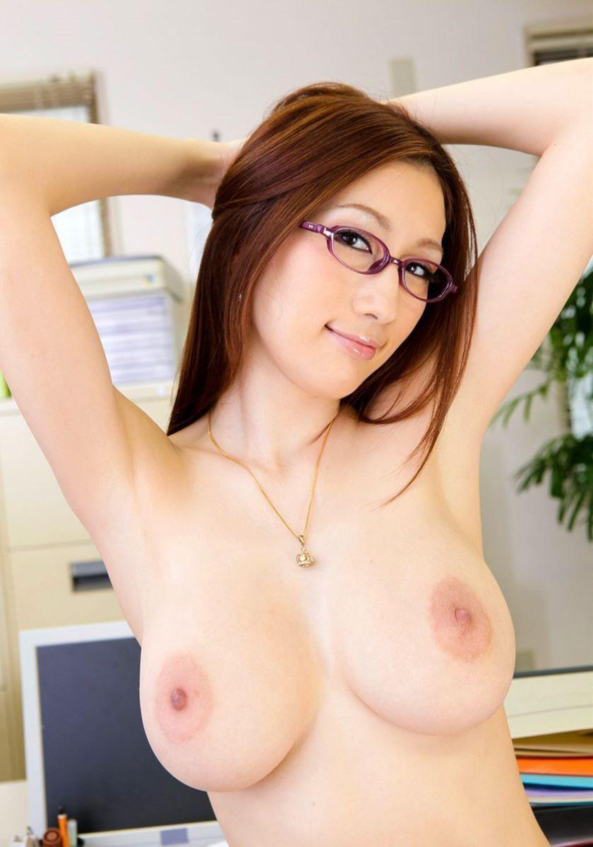 ふわふわ柔らかそうな巨乳美女のヌード (6)
