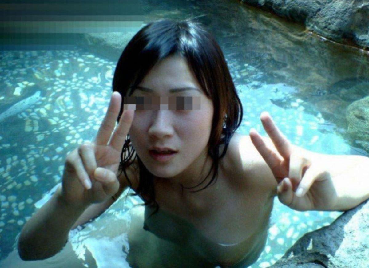 露天風呂で素っ裸の撮影をされた素人さん (3)