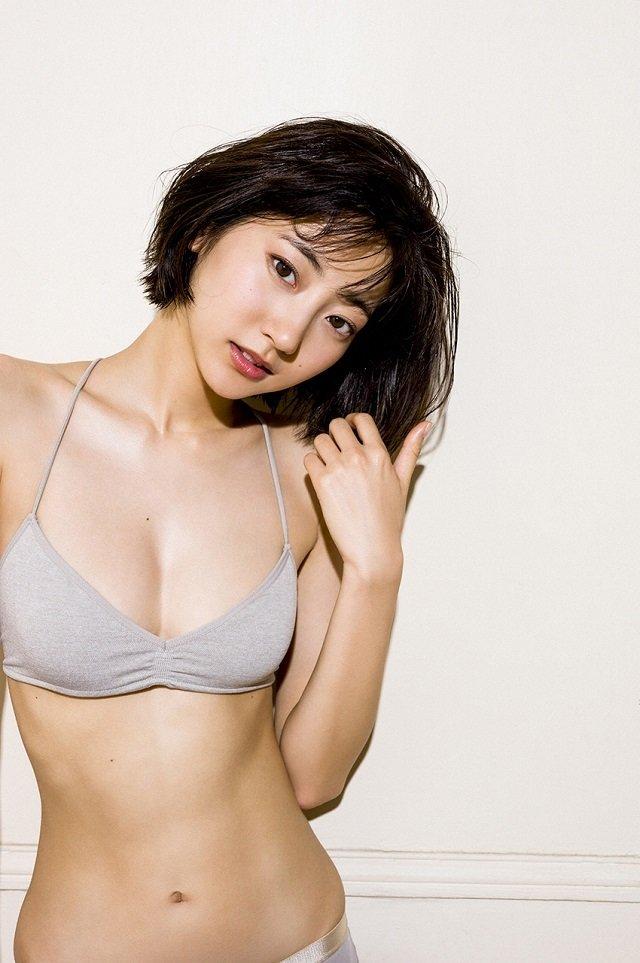 エッチで可愛い女優の水着姿、武田玲奈 (9)