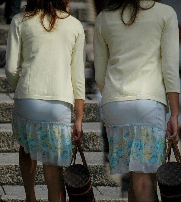 タイトスカートからパンツが透けてる (3)