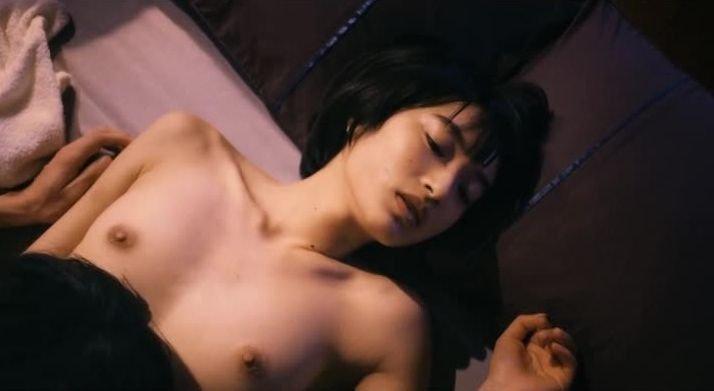 女優が映画で裸になってるシーン (15)