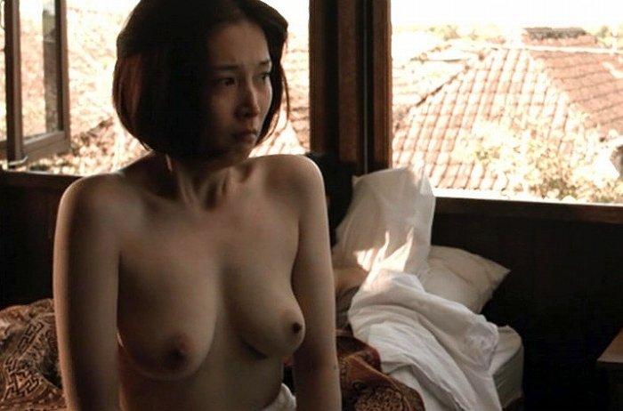女優が映画で裸になってるシーン (17)
