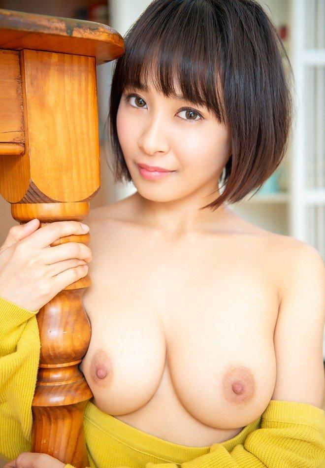 小柄で巨乳の美少女がパワフルSEX、逢見リカ (5)