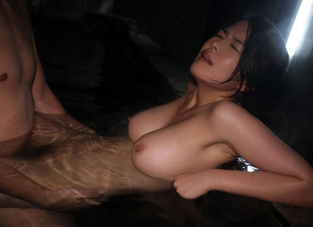 風呂場でセックスを初めたカップル (8)