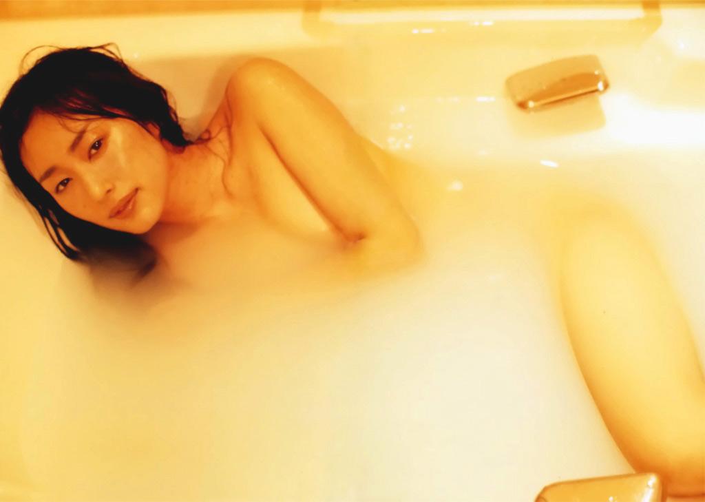 女優やアイドルの入浴シーン (13)