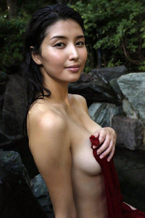 女優やアイドルの入浴シーン (15)