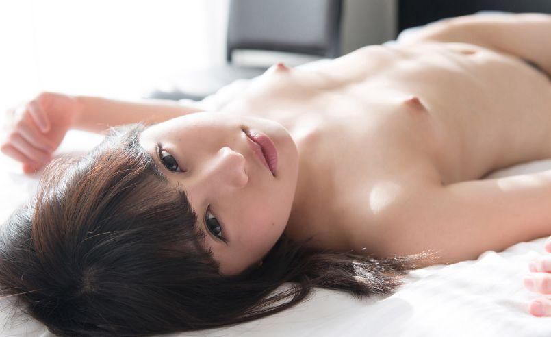 貧乳美少女の全裸がエロくて可愛い (8)