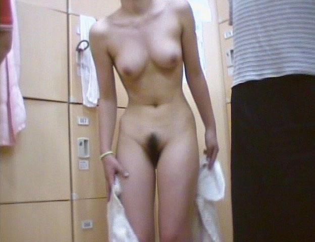 女湯の脱衣所は全裸女性がイッパイ (2)