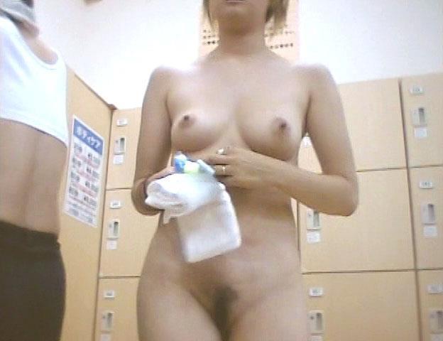 女湯の脱衣所は全裸女性がイッパイ (20)