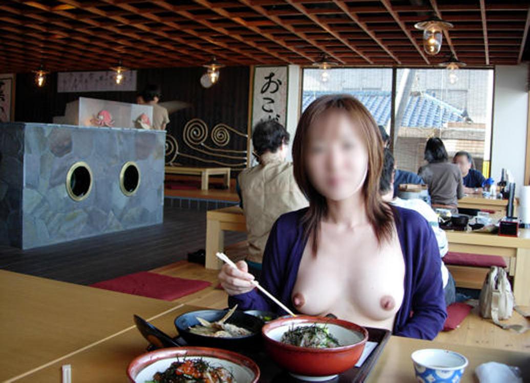 店の中で裸になっちゃう露出狂 (19)