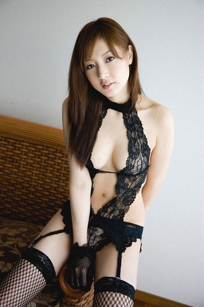 黒のランジェリー姿の芸能人 (19)