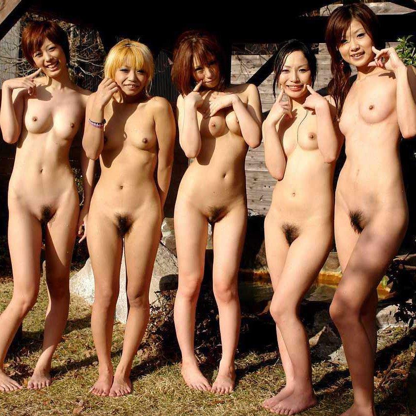 全裸美女たちが集まって撮影 (1)