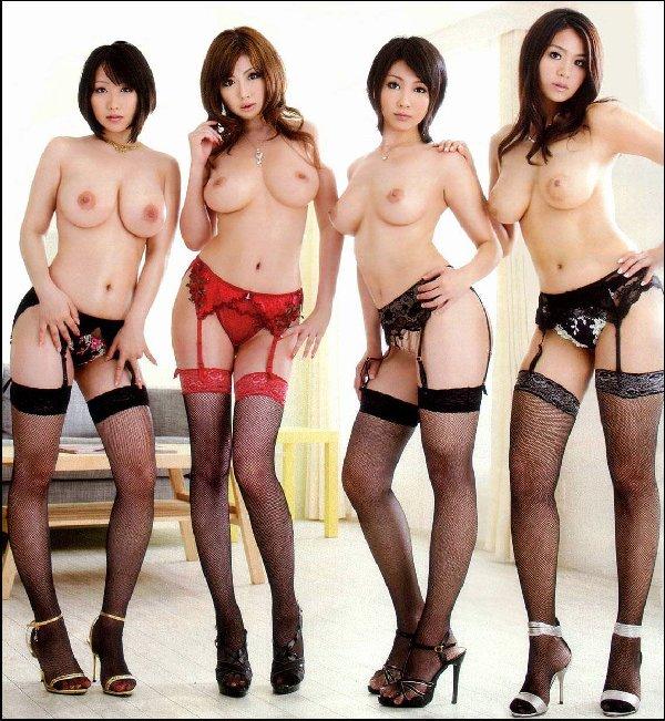 全裸美女たちが集まって撮影 (17)