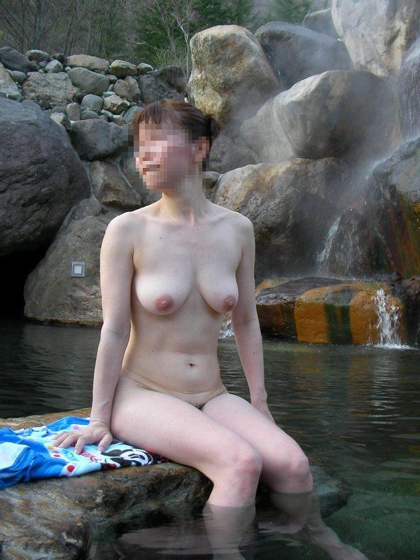 露天風呂で女友達にヌードを撮られた (7)