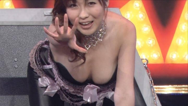 TVで胸チラが放送されたハプニング (12)