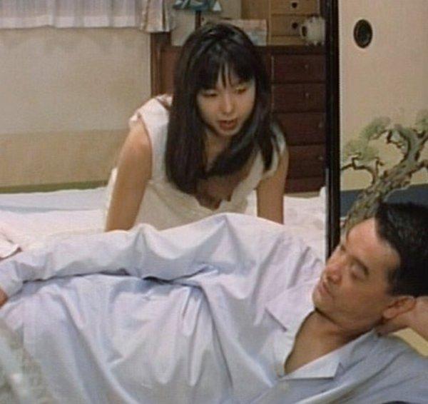 TVで胸チラが放送されたハプニング (10)
