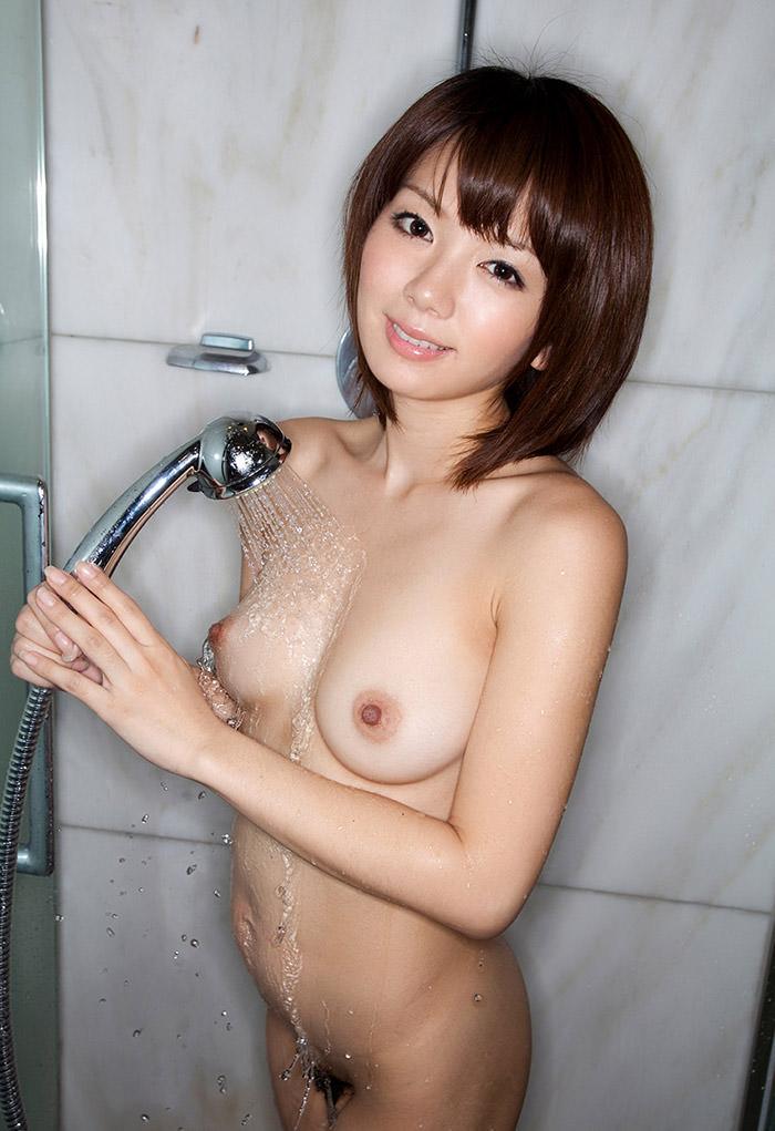 シャワーで濡れた美乳がエロい (2)