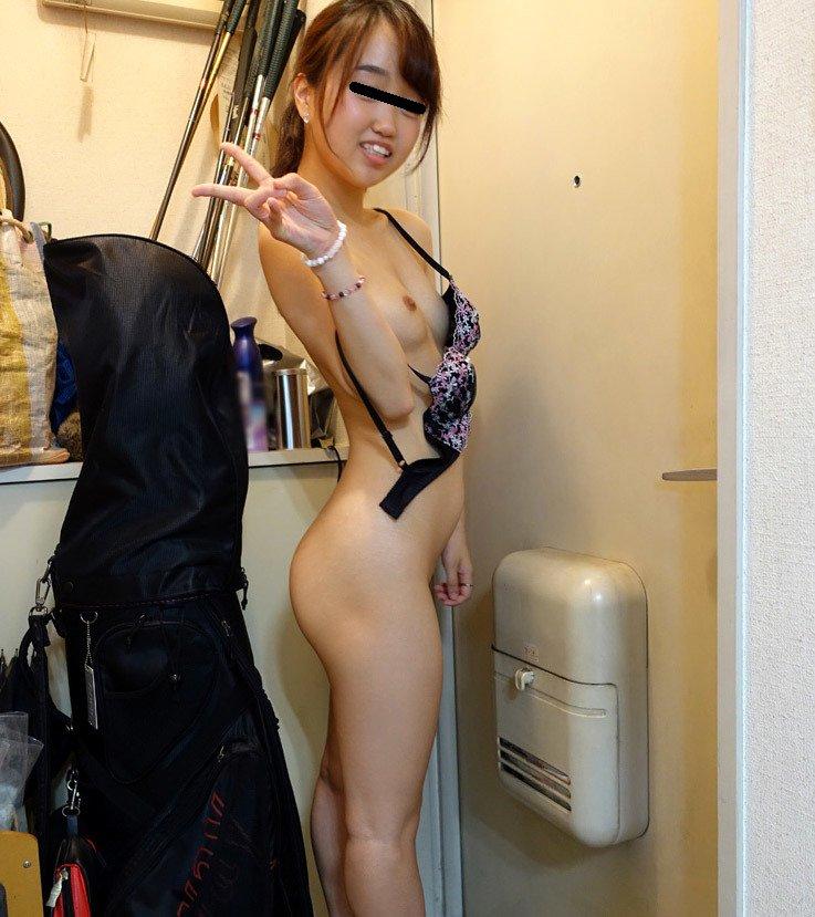 素人女性のヌードを部屋で撮影 (20)