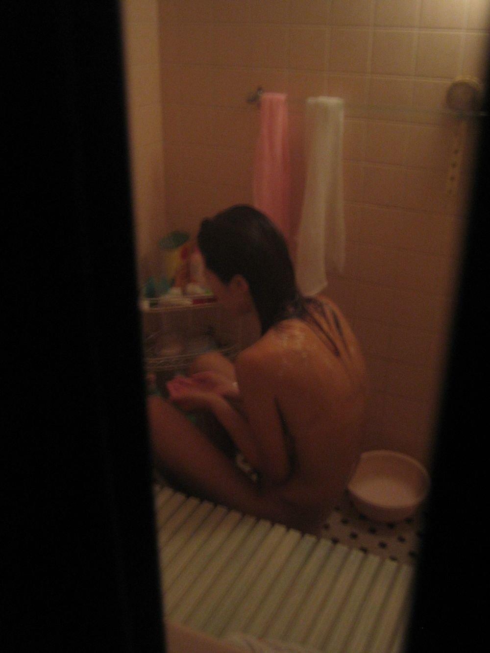 彼女のヌードを風呂場で覗く (19)
