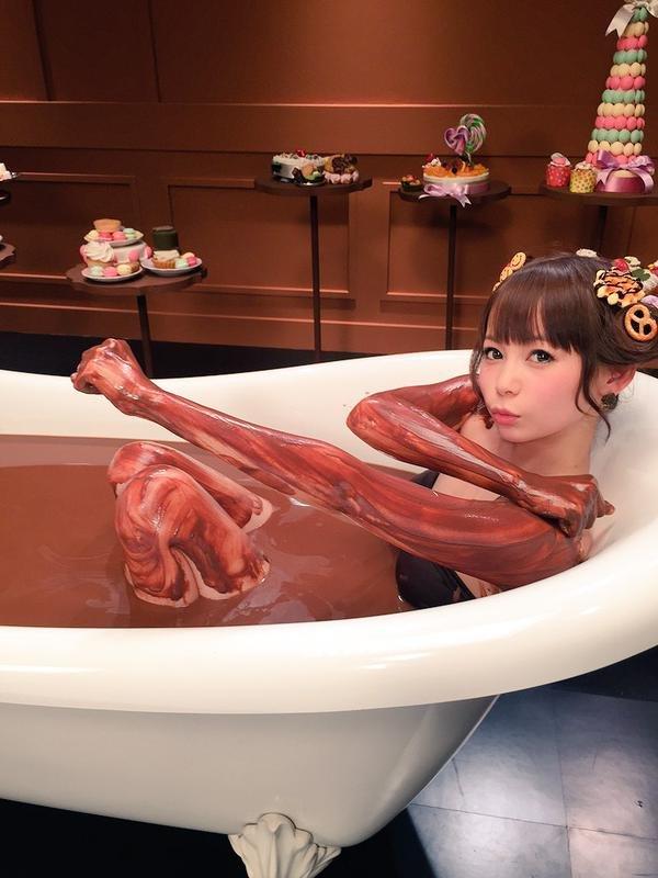 チョコを塗られた女の子 (15)